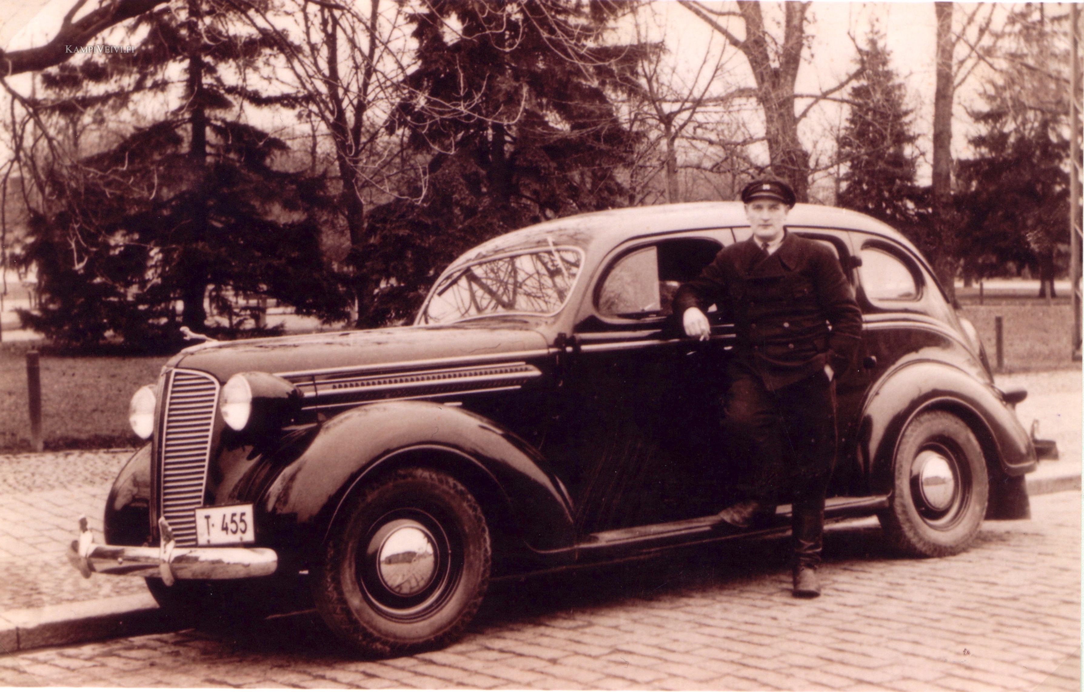 1937 Dodge taksi, kuvattu Kupittaan vuokra-autoasemalla 1937.
