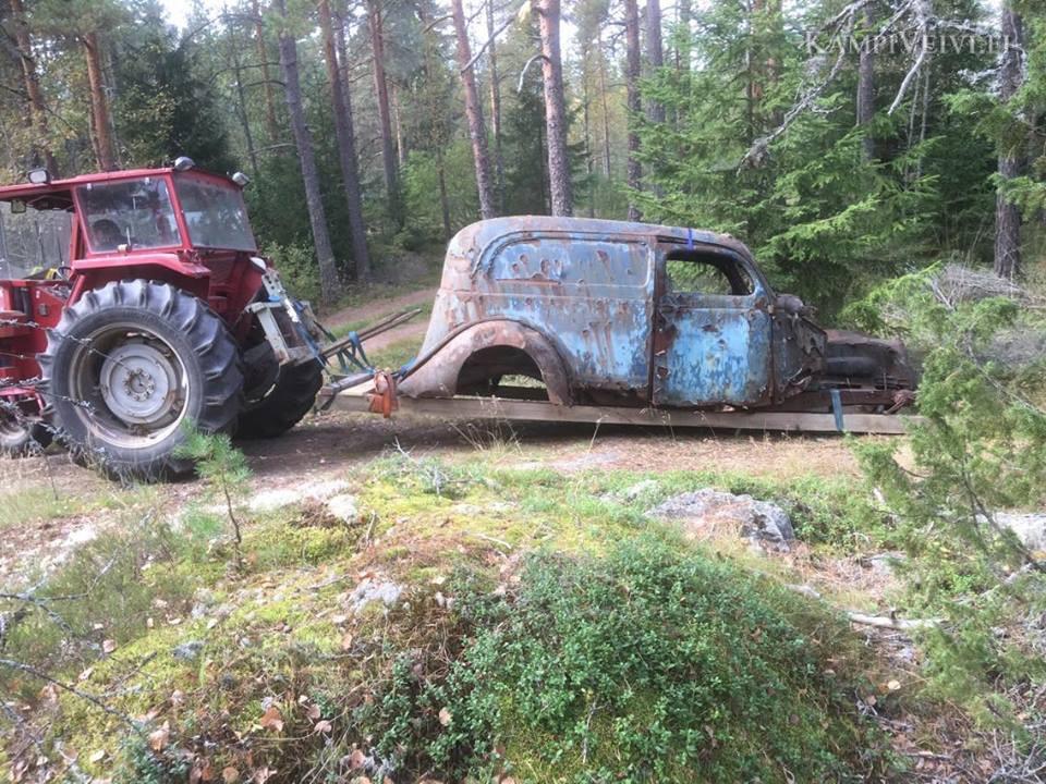 1938 Sedan Delivery löytöpaikassa Varsinais-Suomessa 2016